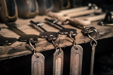 row-of-keys-on-chains