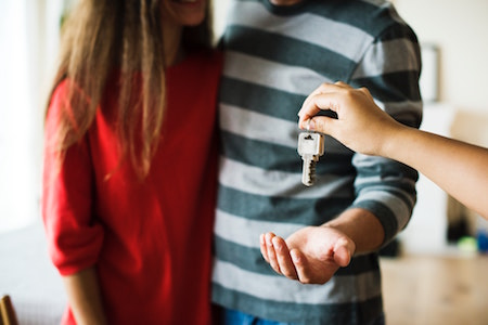 couple-keys-rental-apartment